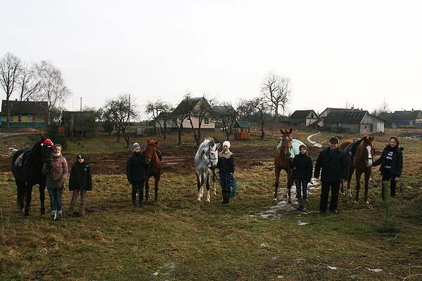 В гости пригласили спортсмены-конники