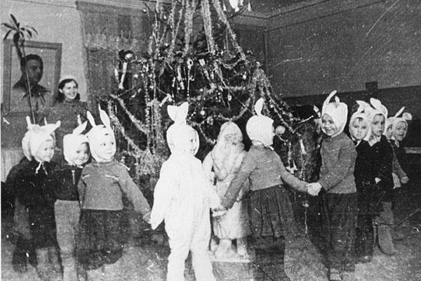 История праздника: первые новогодние елки зажглись в районе в 1935 году