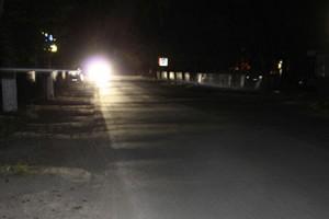 К знаниям — в темноте: по неосвещенной дороге добираются на занятия в гимназию ее учащиеся
