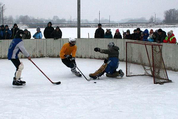 Хоккей: в «Золотой шайбе» победили гимназисты