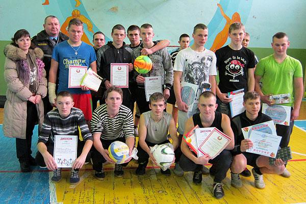 Будущие защитники Отечества соревновались в Коханово (+фото)