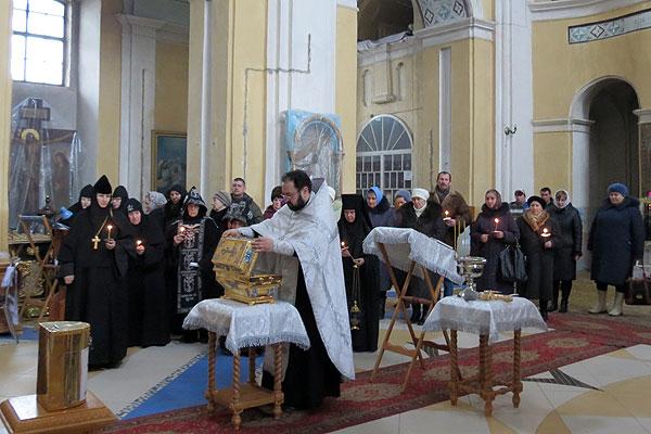 Жители Толочина встретили святыню