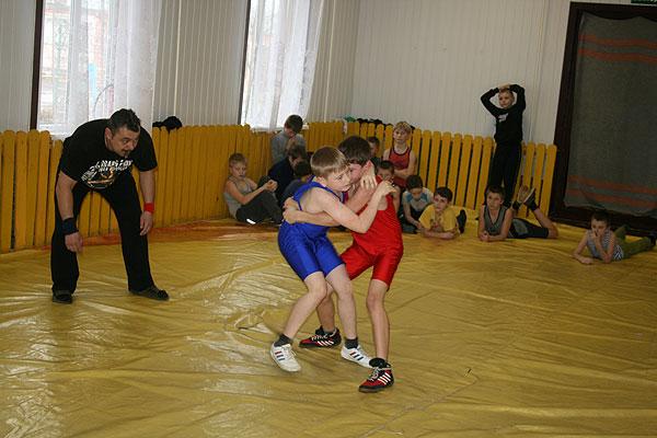 Турнир по борьбе прошел в Толочине