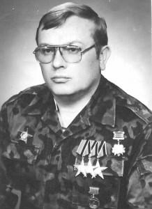 Олег Латышев: Когда самолет совершил посадку, бывшие узники упали на колени и целовали траву…