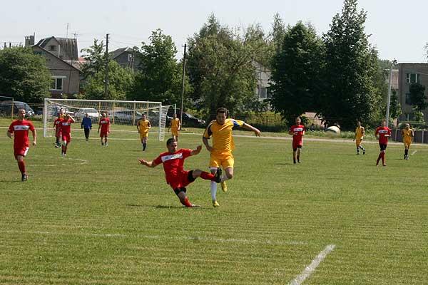 Футболисты «Нивы» стартовали с победы (+фото)
