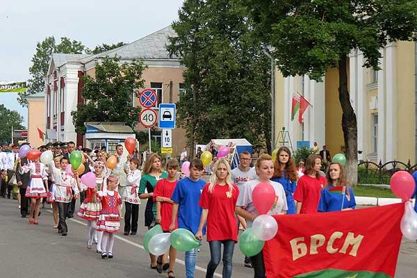 Торжественное шествие: единство поколений и непрерывность истории