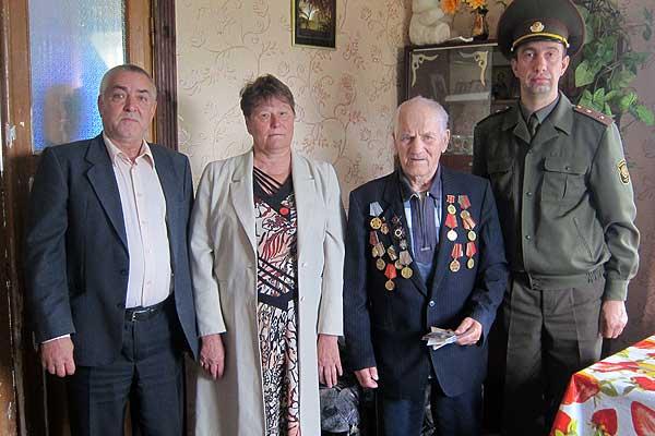 Грудь ветеранов украсила еще одна юбилейная медаль