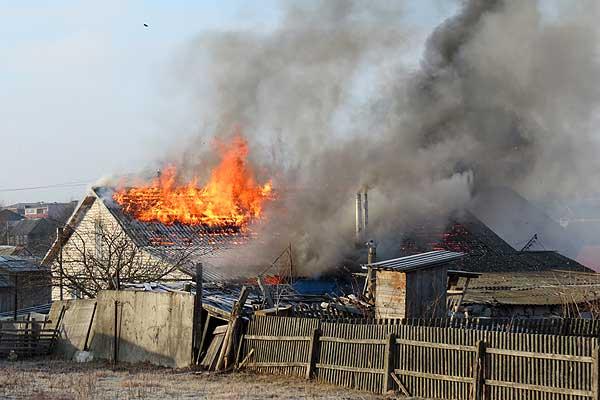 Пожар в Толочине: огнем повреждено здание двухквартирного жилого дома