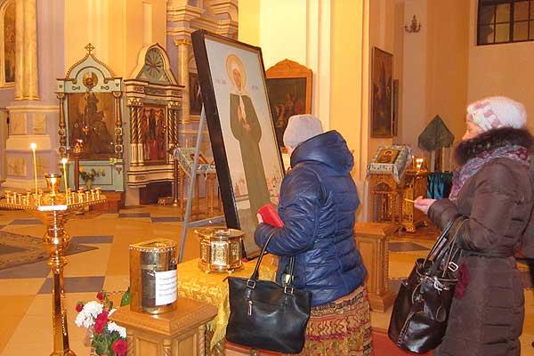 В Толочин доставлены мощи Матроны Московской