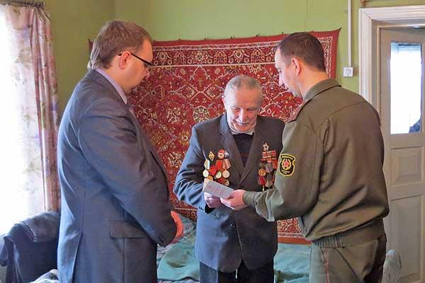Ветеранам вручили юбилейные медали