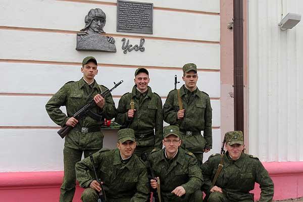 Под звуки салюта: в Толочине открыли памятную доску в честь Андрея Усова