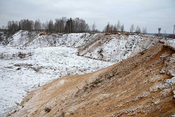 Выработанный карьер в Коханово представляет собой серьезную опасность