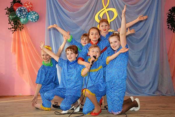 Свои умения показали учащиеся вокального отделения Толочинской детской школы искусств (+фото)