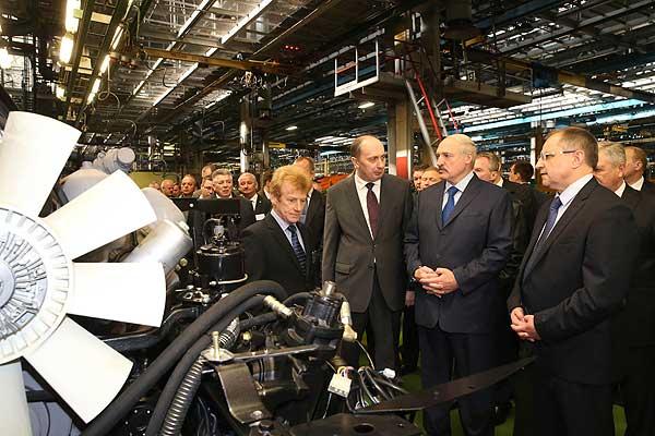 Тема недели: Лукашенко посетил Минский автомобильный завод