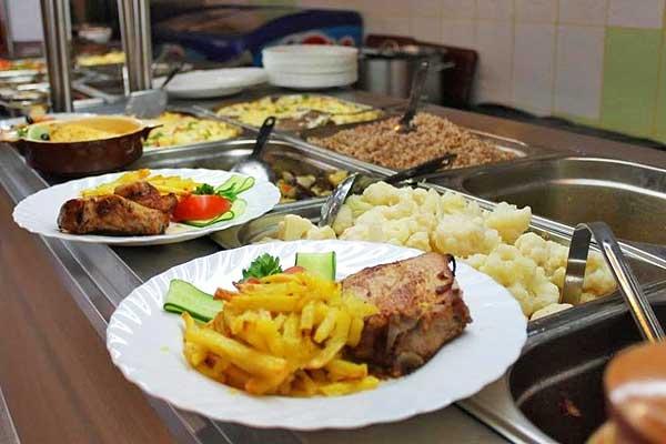 Питание в сельхозпредприятиях Толочинского района находится на контроле у профкомов