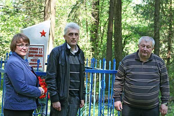 Прошлое ко многому обязывает: вопрос с подъездом к братской могиле вблизи Усвиж-Бука будет решен