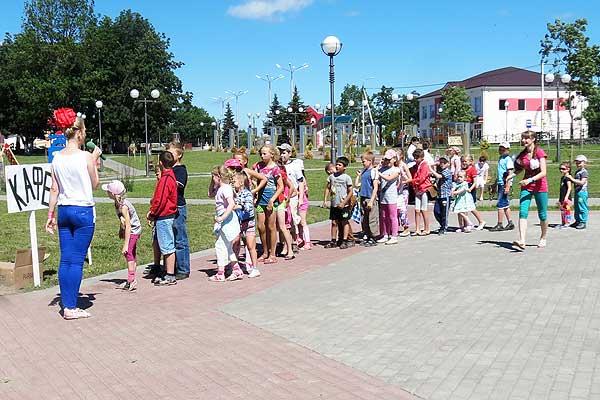 «Звездное лето» в Толочине продолжает радовать детей (+фото)