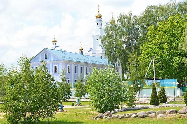 На территории Свято-Покровского женского монастыря в Толочине возводятся новые сооружения (+фото)
