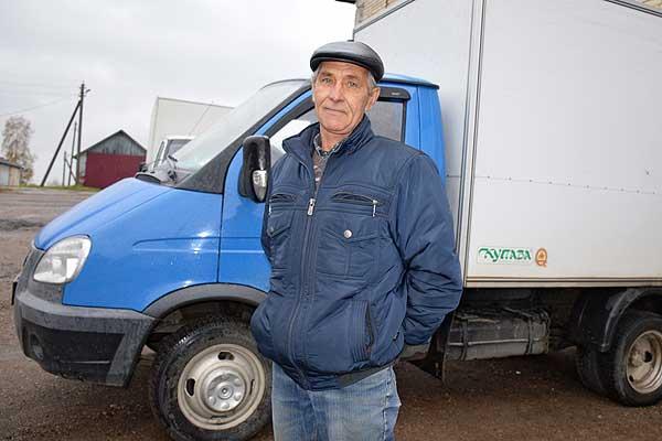 В трудовой книжке водителя автобазы Толочинского райпо Вячеслава Голева одна запись