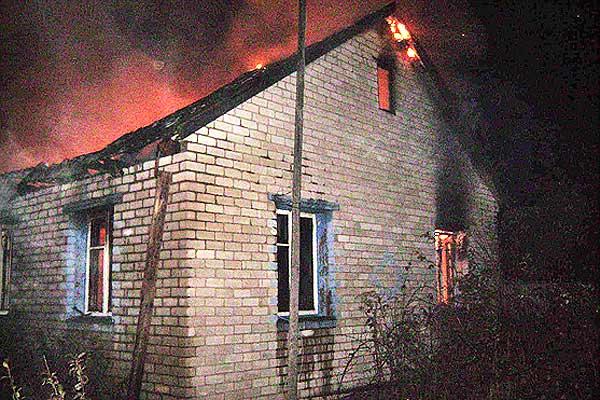 Пожар в Новинке: огнем поврежден жилой дом