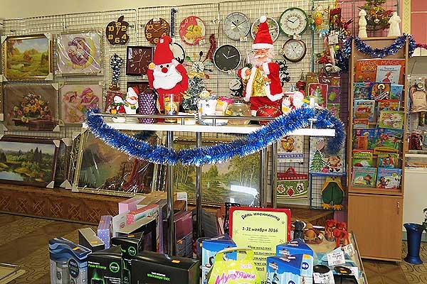 В Новый год любой подарок по сердцу: магазины в Толочине предлагают подготовиться к празднику заранее