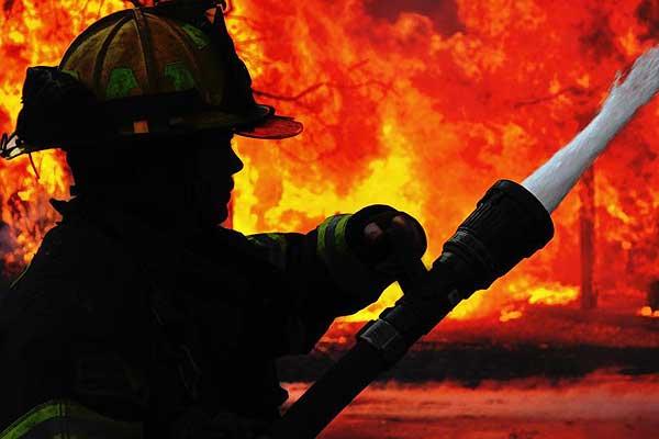 В результате пожара повреждена квартира в Славенях