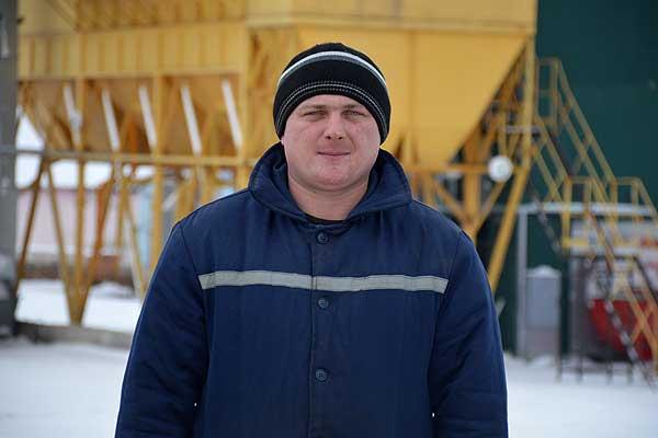 Серковицкий парень Олег Шестаков работу на земле полюбил с детства