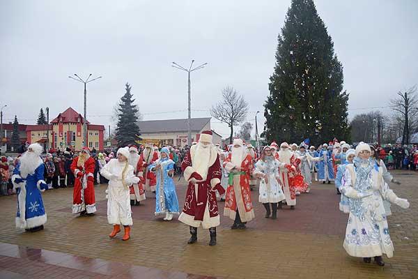 В Толочине посоревнуются Деды Морозы и Снегурочки