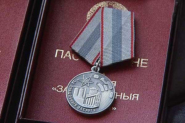 Трое толочинцев награждены медалью «За трудовые заслуги»