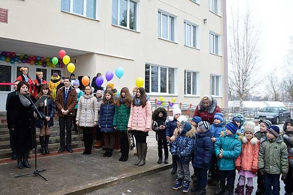 Толочинские школьники и учителя получили в подарок обновленную школу (+фото)