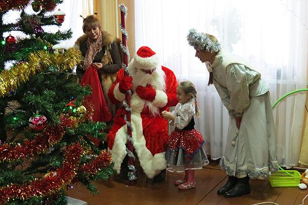 Воспитанники Толочинского центра коррекционно-развивающего обучения и реабилитации окунулись в новогоднюю сказку