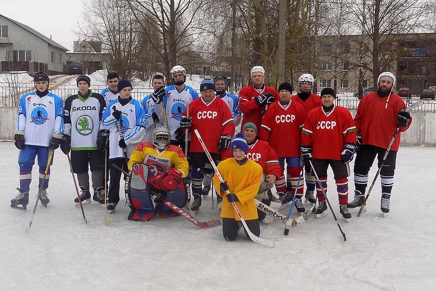 Хоккей: толочинские ветераны обыграли местную молодежь