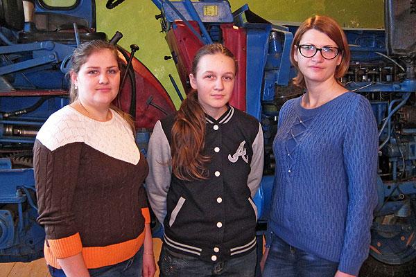 В лицее в Коханово профессии, связанные с сельхозтехникой, наравне с парнями получают и девушки