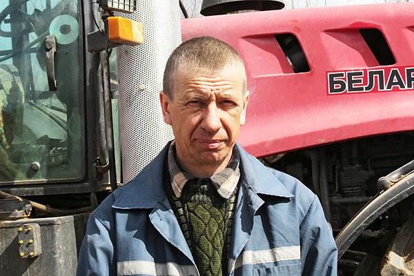 Передовики на посевной: славновский механизатор Виктор Михневич не намерен уступать лидерство