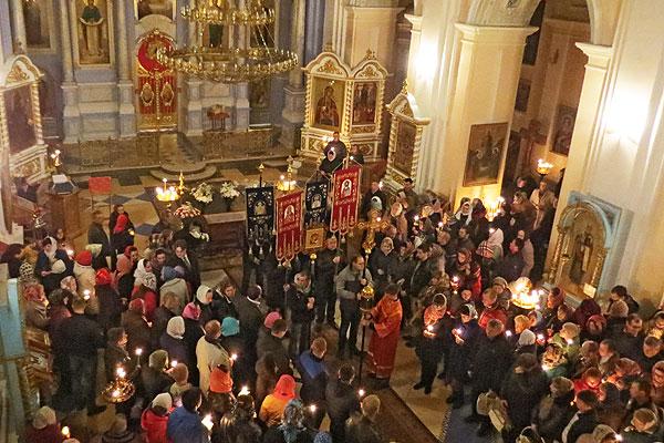 С Благодатным огнем в душе: в Толочине отметили праздник Пасхи