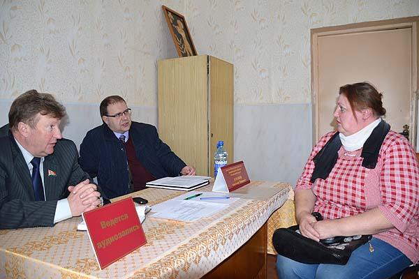 Вопросы ставятся и решаются: после обращения к депутату в Усвиж-Буке установили демонтированную ранее водоразборную колонку