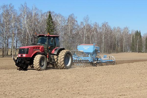 Нынешняя весна скупа на тепло, но время сельхозработ не ждет