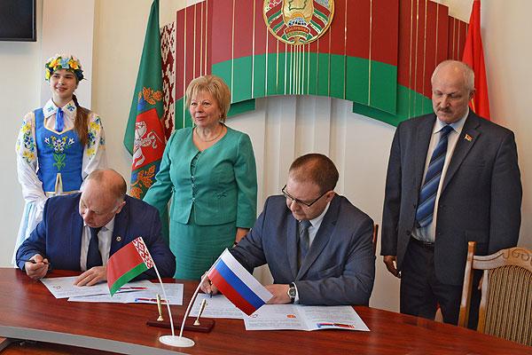Толочинский и Сафоновский районы подписали соглашение об установлении побратимских отношений