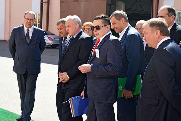 Премьер-министр Андрей Кобяков ознакомился с перспективами экскаваторного завода в Коханово
