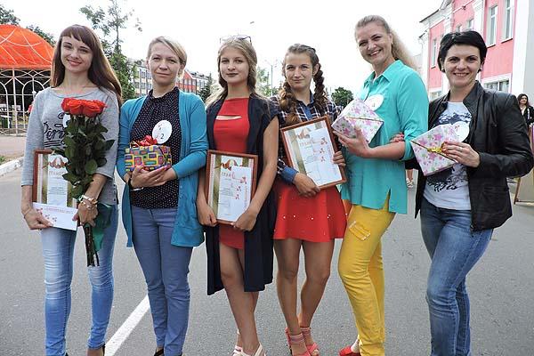 Весело, ярко и красочно отметили толочинцы День молодежи (+фото)