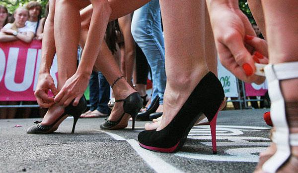 Забег на каблуках и фестиваль красок: что ожидает толочинцев в ближайшие выходные