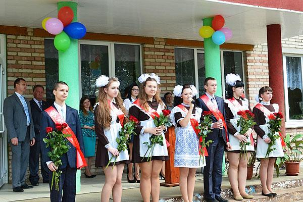 У будучыню — з добрымі пажаданнямі: для выпускнікоў Славенскай школы застануцца назаўжды ў памяці апошнія хвіліны школьнага жыцця