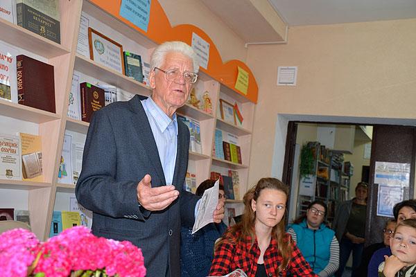 Встреча, которая поможет нам сделать свои открытия: писатель Эдуард Корнилович презентовал в Толочине свою новую книгу