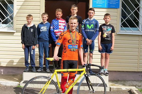 Юный толочинский велосипедист Эдуард Ксензов завоевал две бронзовые награды первенства Беларуси