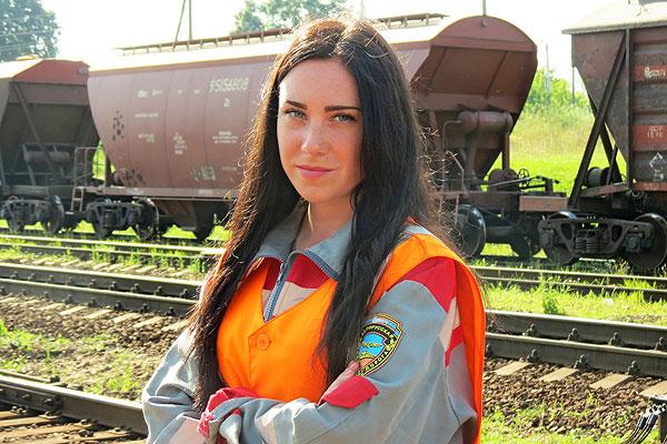 Толочинская железнодорожница Арина Эльдарова продолжила семейную династию