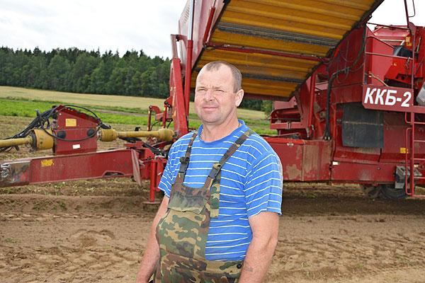 """Пошел и """"второй хлеб"""": урожай раннего картофеля на Толочинском консервном заводе радует"""