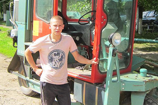 Летняя занятасць: Ілья Конышаў спецыяльнасць атрымаў у коханаўскім ліцэі, працу знайшоў на льнозаводзе