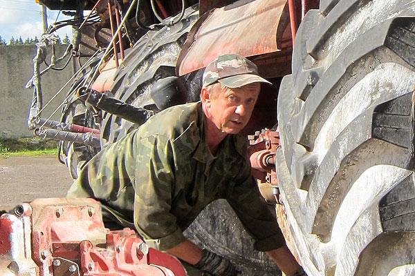Коханаўскаму механізатару Аляксандру Лапчынскаму поспехі прыносіць справа, якую ён ведае і любіць