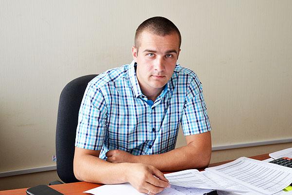 Молодой управленец: заместитель начальника райсельхозпрода Николай Солтанов владеет обстановкой по каждой ферме Толочинского района