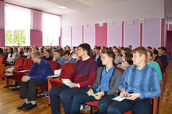 Сотрудники платежной системы БЕЛКАРТ провели в Толочине урок финансов для старшеклассников